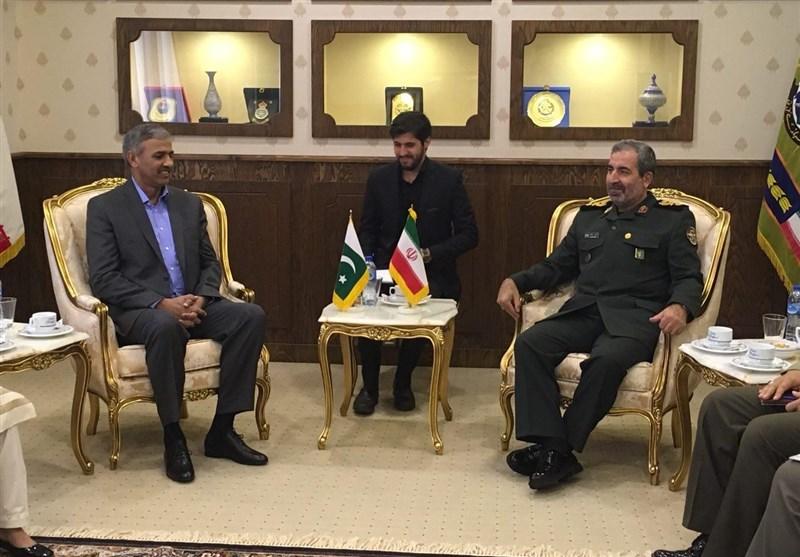 Iran, Pakistan discuss defense ties