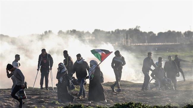 Israeli tanks shell Gaza, kill Palestinian