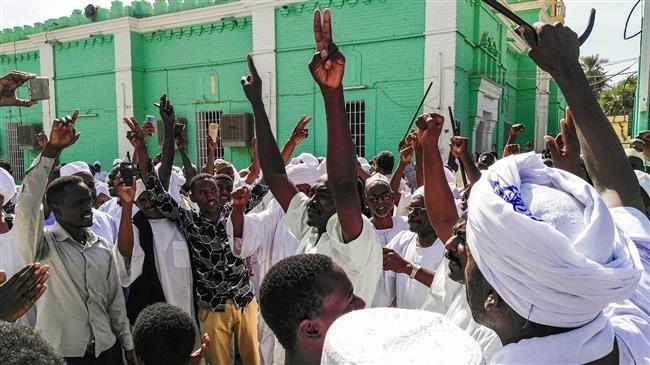 Anti-government protesters rally in Sudan despite massive police deployment