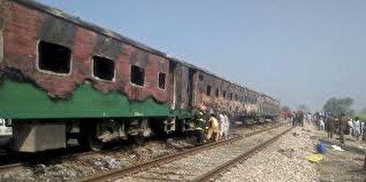 At least 65 killed as fire hits Pakistan passenger train
