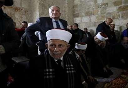 Israel arrests top officials in al-Quds in overnight raid