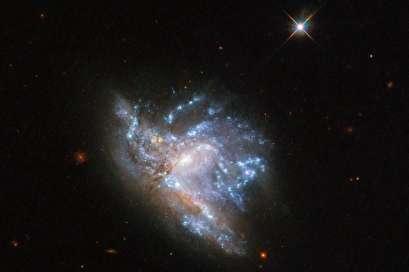 Hubble photographs colliding galaxies