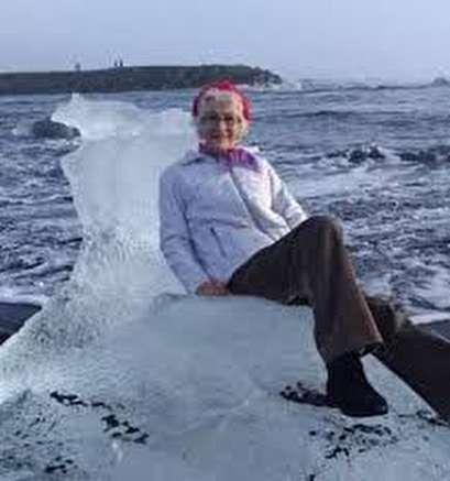 Grandma floats away on ice throne during photoshoot