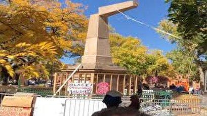 Protesters Tear Down Obelisk In Us Town Of Santa Fe