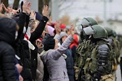 Belarus protesters defy police warnings, rally in Minsk again