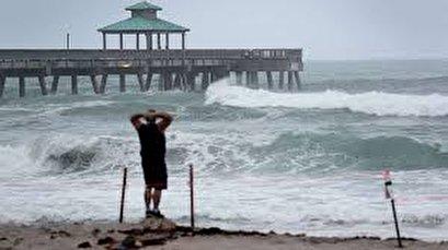 Tropical Storm Isaias nears Florida before heading for the Carolinas