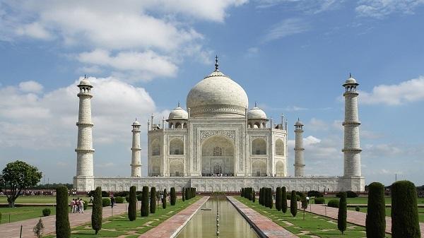 Taj Mahal vacated after bomb threat