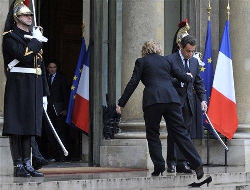 آقای وزیر : می خواهم جا پای خانم پاشنه بلند بگذارم !