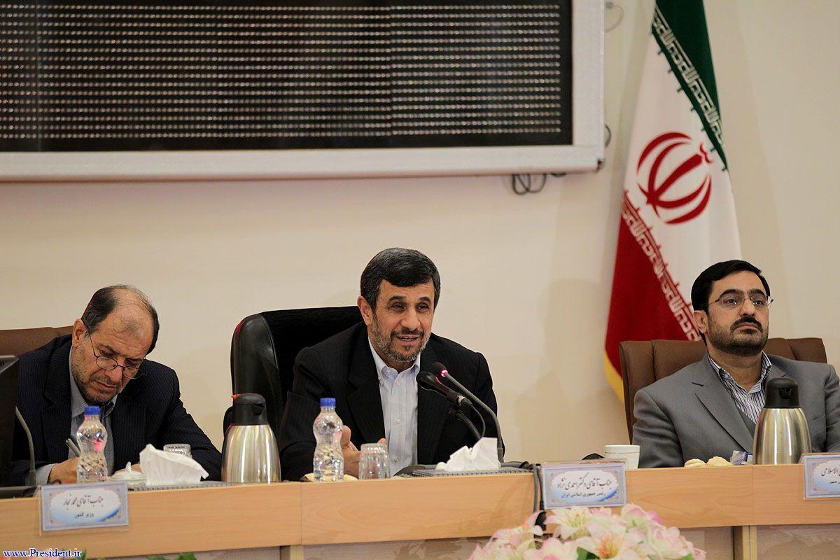 مرتضوی و احمدی نژاد کنار هم در یک قاب/عکس