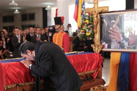 """902596 176 - فیلم و تصاوير خاص حضور """"احمدينژاد"""" در مراسم خاكسپاري چاوز"""