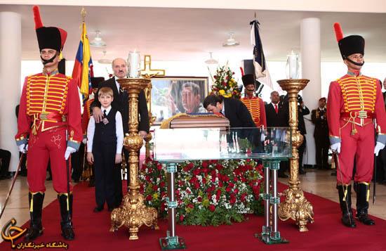 """902908 701 - فیلم و تصاوير خاص حضور """"احمدينژاد"""" در مراسم خاكسپاري چاوز"""