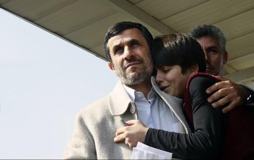 """توضيح درباره عكس """"دختر چاوز در آغوش احمدينژاد"""""""