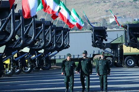 تحویل انبوه سکوی پرتاب موشکهای دوربرد زمین به زمین به سپاه + تصاویر  1150514_503