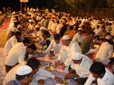 مسلمانان فقراء و بی خانمانان لندنی را اطعام کردند