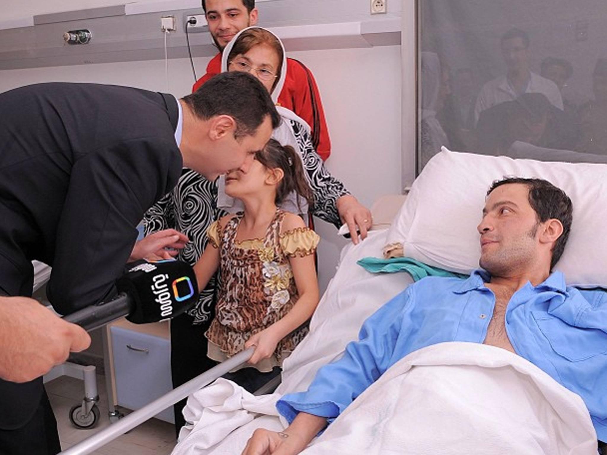 ديدار بشار اسد و همسرش با مردم سوريه