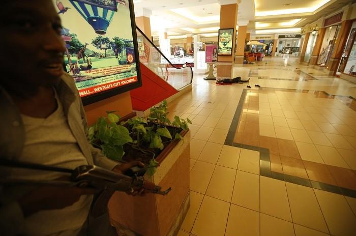 عکسهای گروگان گيري الشباب در يکي از فروشگاههاي شهر نايروبي