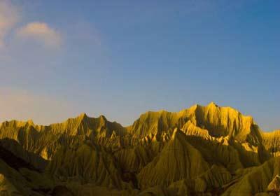 سفر به گوشه مریخی ایران با دریاچه ای صورتی +عکس