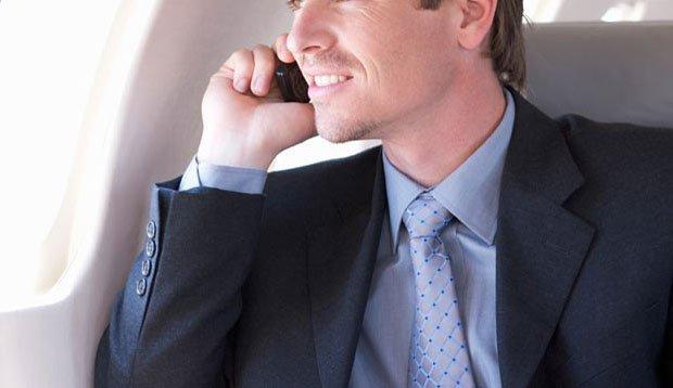 چرا باید در هواپیما موبایل خود را خاموش کنیم؟