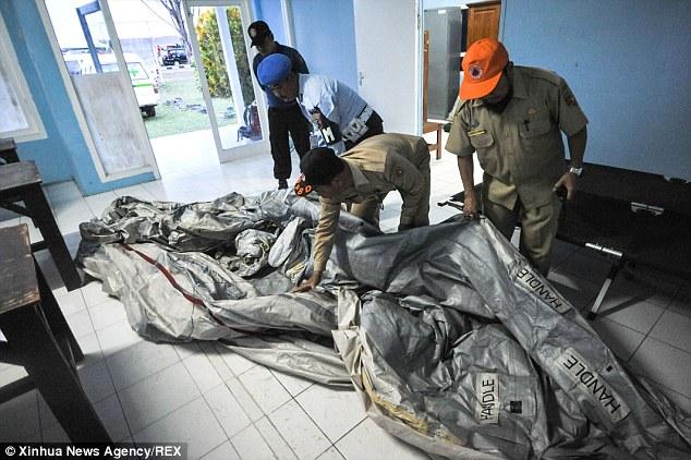 کشف لاشه هواپیمای روسیه در دریای سیاه لاشه هواپیمای ناپدید شده مالزی در قعر دریای جاو (تصاویر ...