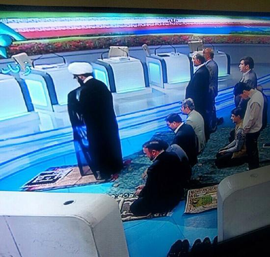اقامه نماز جماعت در برنامه زنده