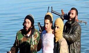 داعش یک هواپیمای جنگی را در رقه سرنگون کرد + عکس