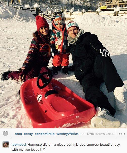 برف بازی مسی با خانواده اش
