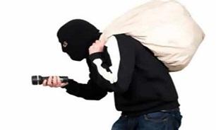 سرقت شبانه از بانک ملی/ پلیس در حال بررسی صحنه سرقت است