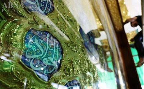نصب ازاره سنگی جدید جنب درب ورودی حرم امام علی(ع) + تصاویر