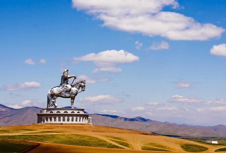 مجسمه چنگیرخان در مغولستان + تصاویر