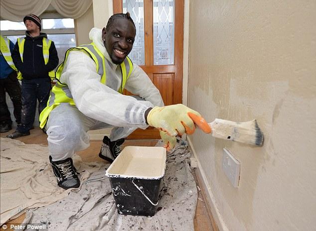 فوتبالیست مشهور کارگر ساختمان شد!+عکس