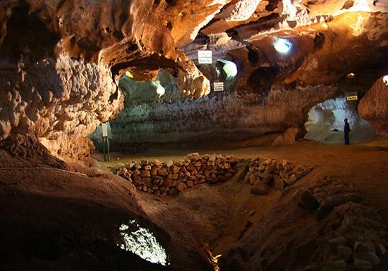 زیباترین غار آهکی ایران