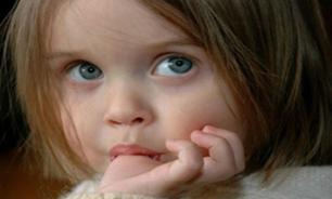 3053672 544 اینگونه عادت مکیدن انگشت کودک را از بین ببریم