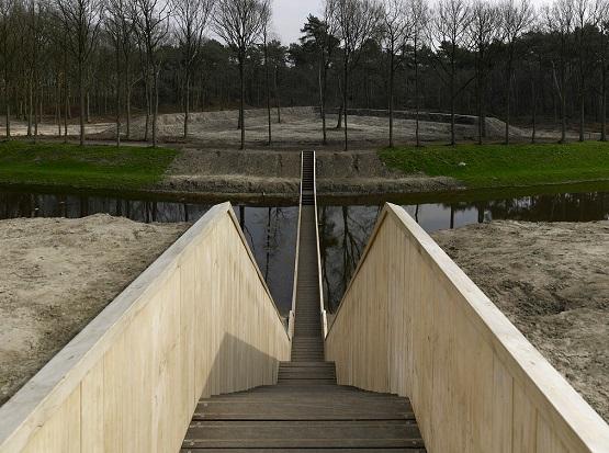 پلی که از درون رودخانه می گذرد + تصاویر