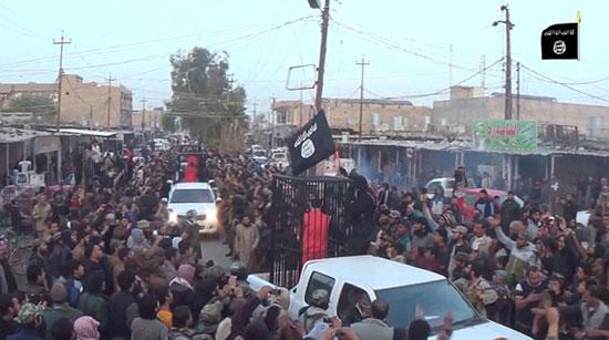 خیابان گردی داعش با 21 گروگان کُرد! +عکس