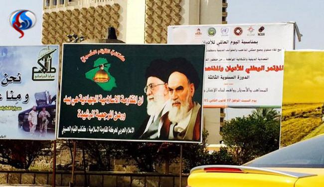 نصب تصویر امام راحل و مقام معظم رهبری در میدان فردوس بغداد +عکس