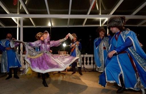 رقص زنان و مردان روس در برزیل +عکس