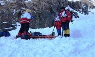 کوهنورد ۴۷ ساله در ارتفاعات همدان گرفتار شد/ تلاش 2 تیمامداد کوهستان برای نجات کوهنورد