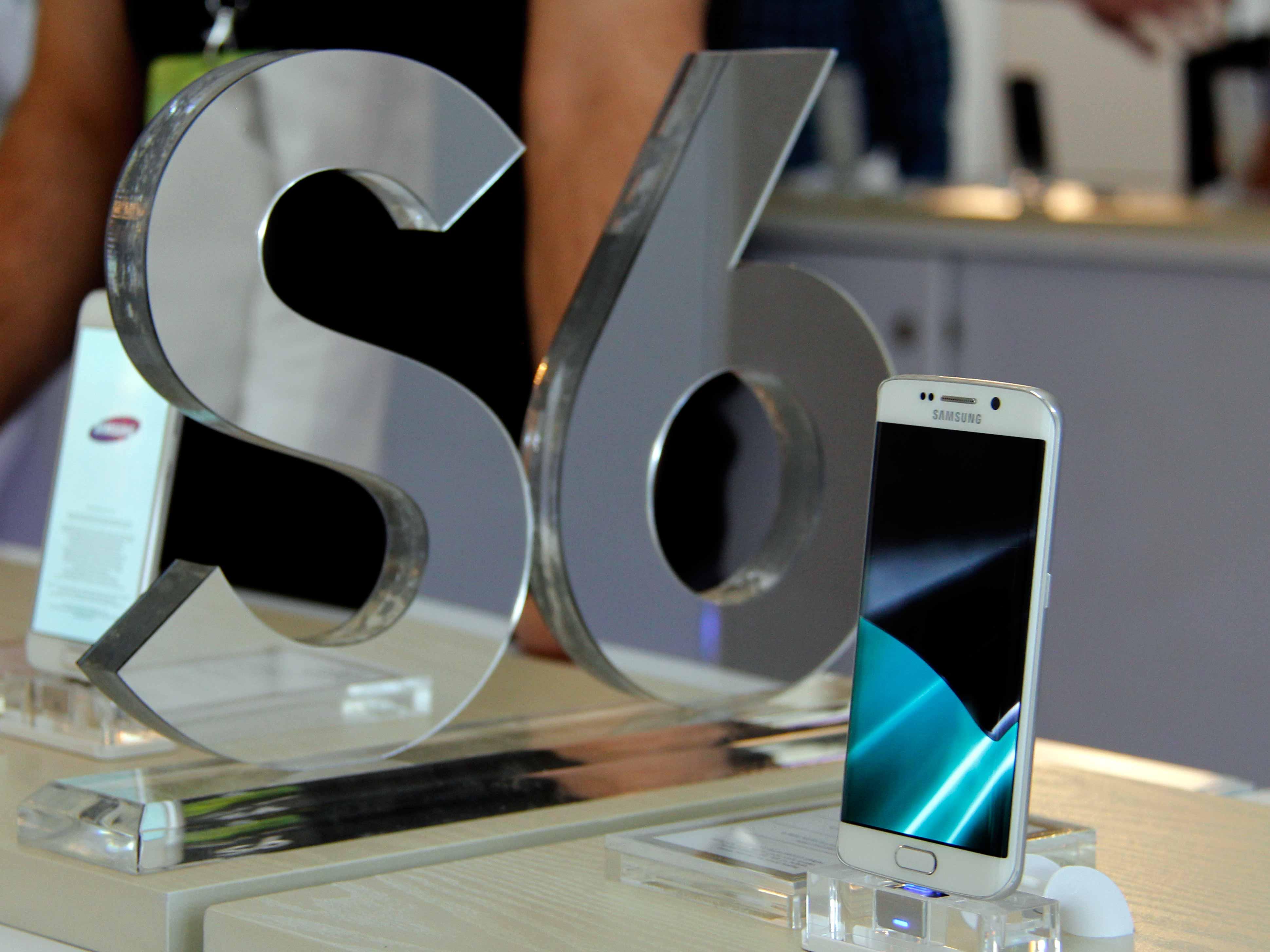 رونمایی رسمی از S6 و S6 edge در مرکز خرید چارسو