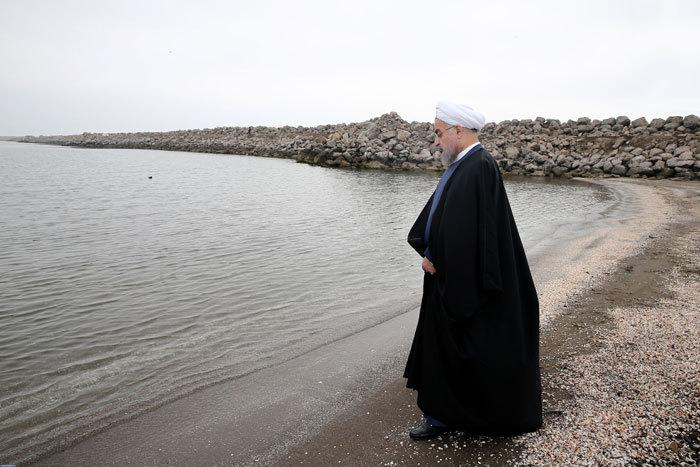 روحانی در ساحل خزر + تصاویر