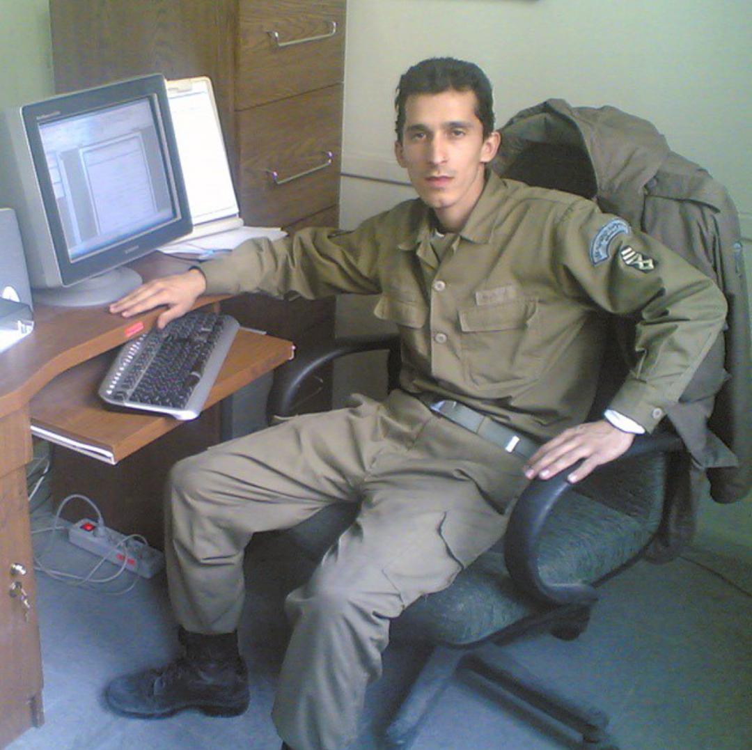 زنده یاد مرتضی پاشایی در لباس سربازی + عکس