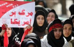 دانش آموزان بسیجی اعتراض خود را به رفتار وحشیانه آل سعود اعلام کردند