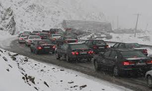 محور هراز بازگشايي شد/ترافيك نيمه سنگين و بارش برف و باران در جاده هاي كشور