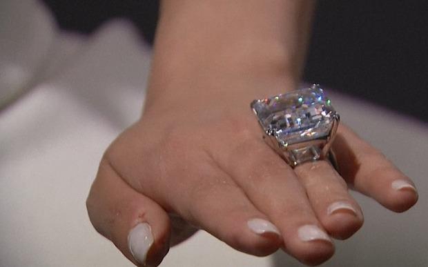 الماس نادر به حراج گذاشته می شود + عکس