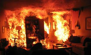 فندک بازی 3 جوان خانه را به آتش کشید/ اطفای حریق پس از 50 دقیقه تلاش