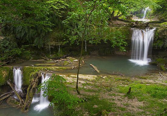 آبشاری که برای دیدنش باید از زندگی شهری دور شد