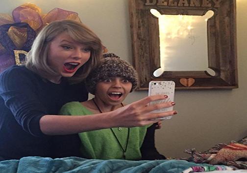 خواننده معروف، کودک مبتلا به سرطان را غافلگیر کرد + تصاویر