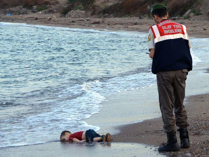 تلخ و شیرین های سال 2015 در قاب رسانه های جهان/ ازتوافق هسته ای تا نبرد سردار سلیمانی با داعش+ تصاویر