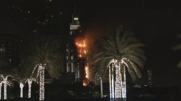هتل 63 طبقهای دبی در آتش سوخت+ عکس