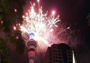 استقبال از سال نو با آتشبازیهای خیرهکننده + فیلم
