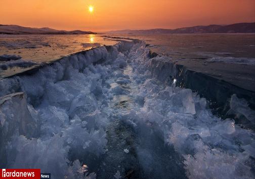 عکس/دریاچه سیبری شکافته شد